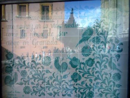 Azulejo granadino en la Plaza de las Pasiegas